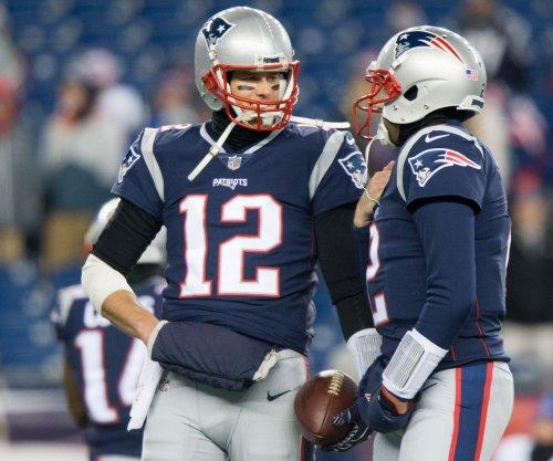 New England Patriots' Tom Brady stays quiet on condition of hand