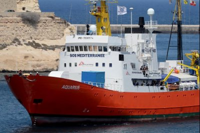Mediterranean migrant rescue ship Aquarius ends operations