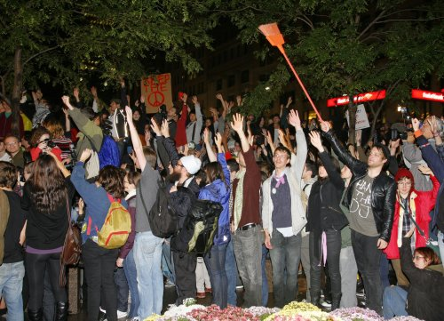 Park cleanup postponed; Occupy Wall St. protesters cheer