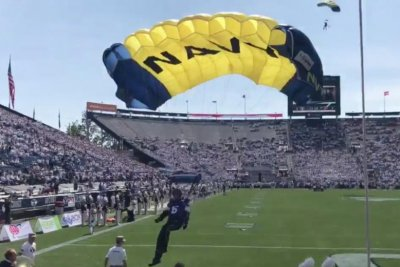 Navy SEALs parachutist face plants into wall before BYU vs. Wisconsin game