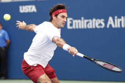 U.S. Open roundup: Federer and Djokovic advance, Wozniacki upset
