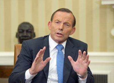 Australia sends 50 police to MH17 crash site