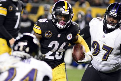 Ravens DC: Steelers better without Le'Veon Bell