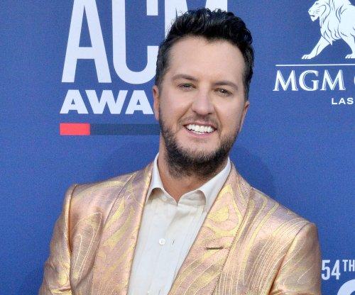 Luke Bryan to host CMA Awards in November