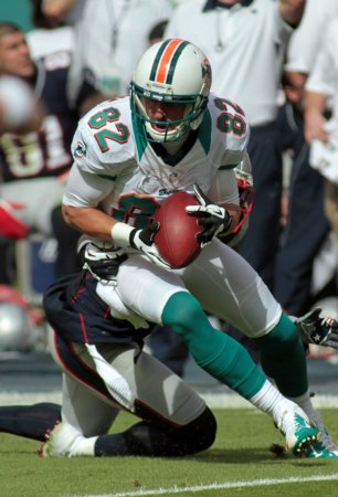 Dolphins sign Brian Hartline for 5 years