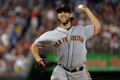 Madison Bumgarner, Yasiel Puig have words on field