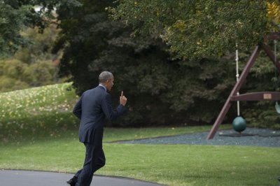 Like most of us, Obama refuses to go anywhere without his phone!