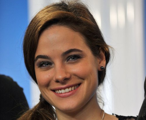Caroline Dhavernas to star in Lifetime's 'Mary Kills People' series