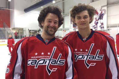 Washington Capitals duo poses as 'Step Brothers' for team picture
