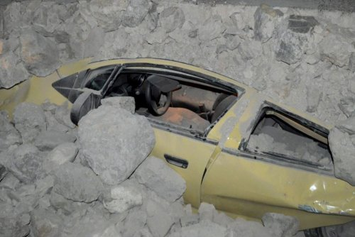 Greece earthquake: 2 dead and more than 300 hurt; EU offers aid