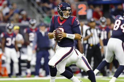 Tom Savage solidifies starting job, leads Houston Texans over New England Patriots