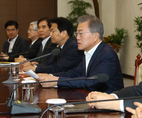 Moon: Trilateral summit with Seoul, U.S., North possible