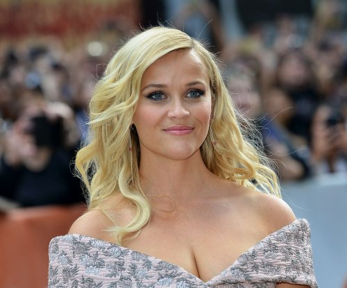 Reese Witherspoon, Scarlett Johansson stun at 'Sing' premiere