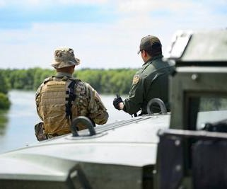 Pentagon: 2,100 more troops headed to U.S.-Mexico border in Texas