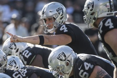Derek Carr leads Raiders over Saints on Monday Night Football