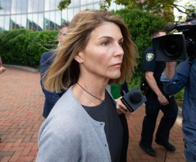 Lori Loughlin reports to prison to begin 2-month sentence