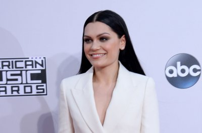 Watch Jessie J sing 'Bang Bang' with her mouth closed