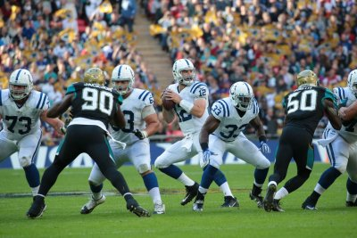 Indianapolis Colts QB Andrew Luck to fans: 'Don't freak out'