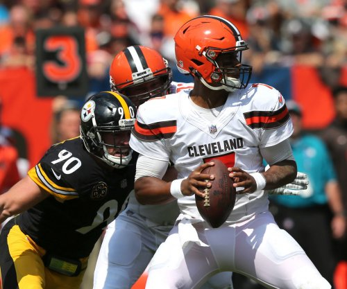 Cleveland Browns coach Hue Jackson contemplates QB switch from DeShone Kizer