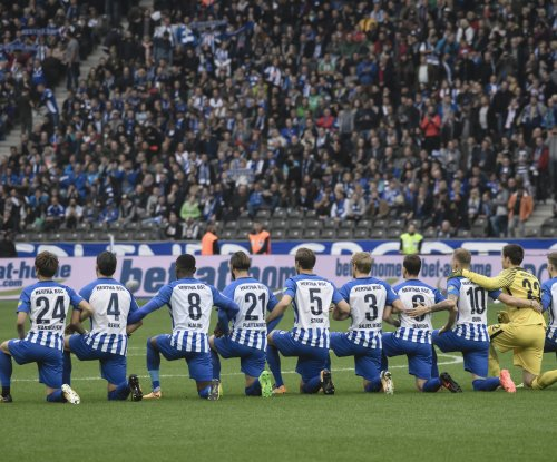 German soccer team Hertha BSC kneels before game for 'tolerance and responsibility'