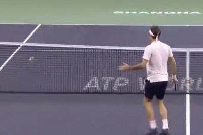 Shanghai Masters: Medvedev puts crazy spin on volley vs. Federer