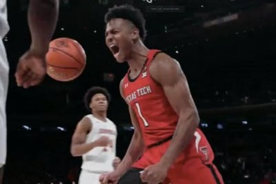 College basketball: No. 1 Louisville falls to unranked Texas Tech
