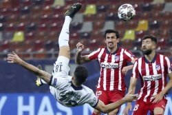 Champions League soccer: Chelsea's Giroud nets bicycle kick to beat Atletico