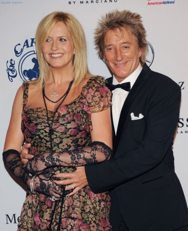 Rod Stewart becomes eight-time dad