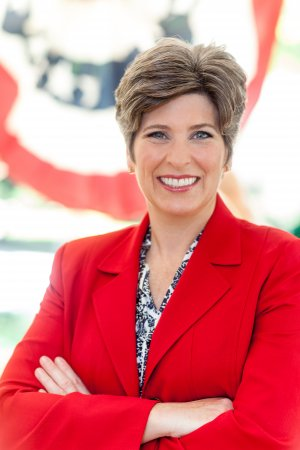 Joni Ernst projected to edge out Bruce Braley for Iowa Senate seat