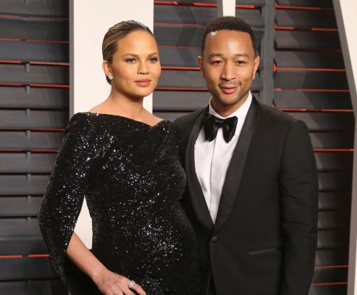 Chrissy Teigen, John Legend post sunset photos with daughter