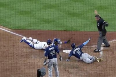 Rays' Hechavarria makes elusive slide for game-winning run