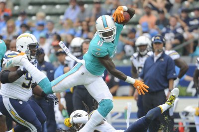 Miami Dolphins WR DeVante Parker practices, expected to miss opener