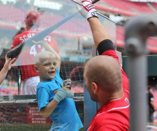 Joey Votto: Cincinnati Reds 1B homers, gives gear to young cancer patient