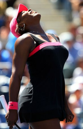 Serena outduels Zvonareva in Charleston