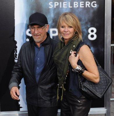 'Super 8' dominates weekend box office