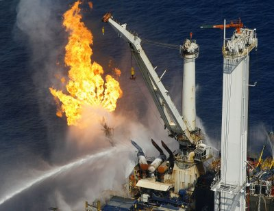 Three dead in Azeri rig collapse