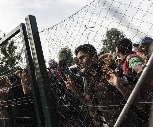 Slovenia setting up razor-wire fence to curb migrant entry