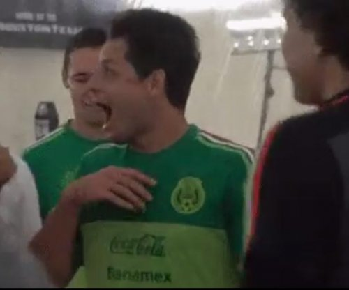 Chicharito freaks out as J.J. Watt meets Mexican National Team