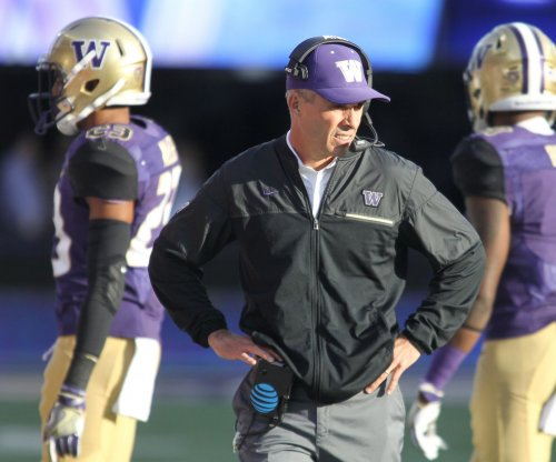 Washington Huskies' Chris Petersen gets contract extension