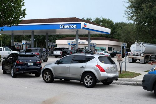 Gas prices for Thanksgiving will hold more or less steady