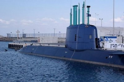 Israeli submarine transits Suez Canal in show of force against Iran