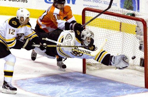 Bruins' Thomas skips White House event