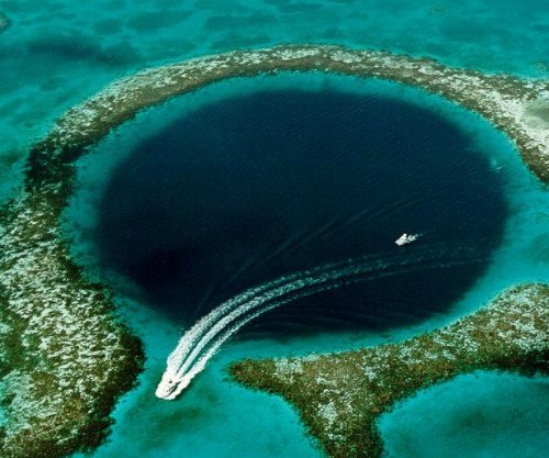 Belize blue hole helps explain collapse of ancient Mayan civilization