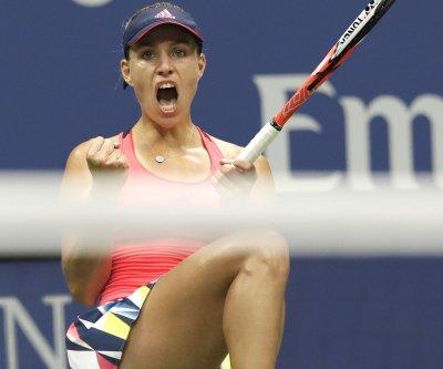 WTA Finals: Angelique Kerber beats Dominika Cibulkova, Simona Halep dominates Madison Keys