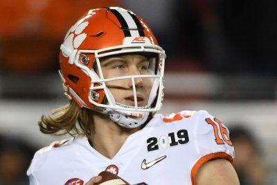 Clemson eyes second straight perfect season, College Football Playoff
