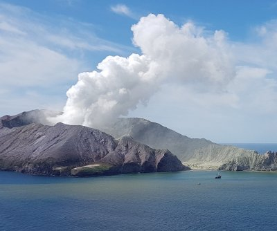 New Zealand volcano: Increasing risk of 2nd eruption thwarts recovery efforts