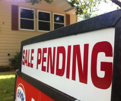 Pending U.S. home sales see largest drop since 2001, figures show