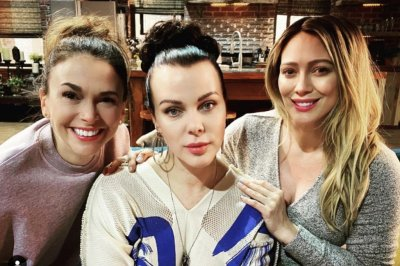 'Younger' star Hilary Duff wraps filming on Season 7
