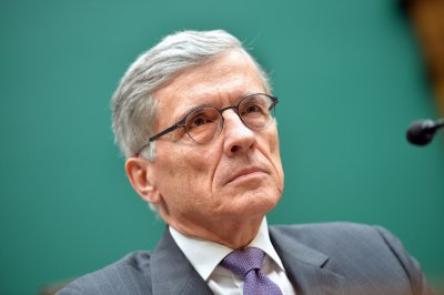 FCC extends net neutrality comments deadline to Friday midnight