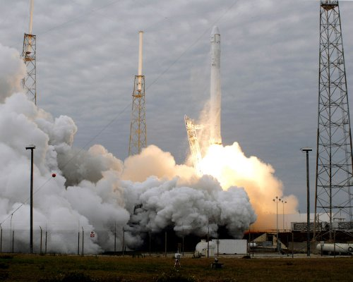 WATCH: NASA to award contracts to SpaceX and Boeing to fly astronauts to space